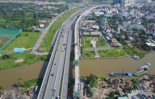 """Quy hoạch đất đai, hạ tầng giao thông làm """"nóng"""" nghị trường"""